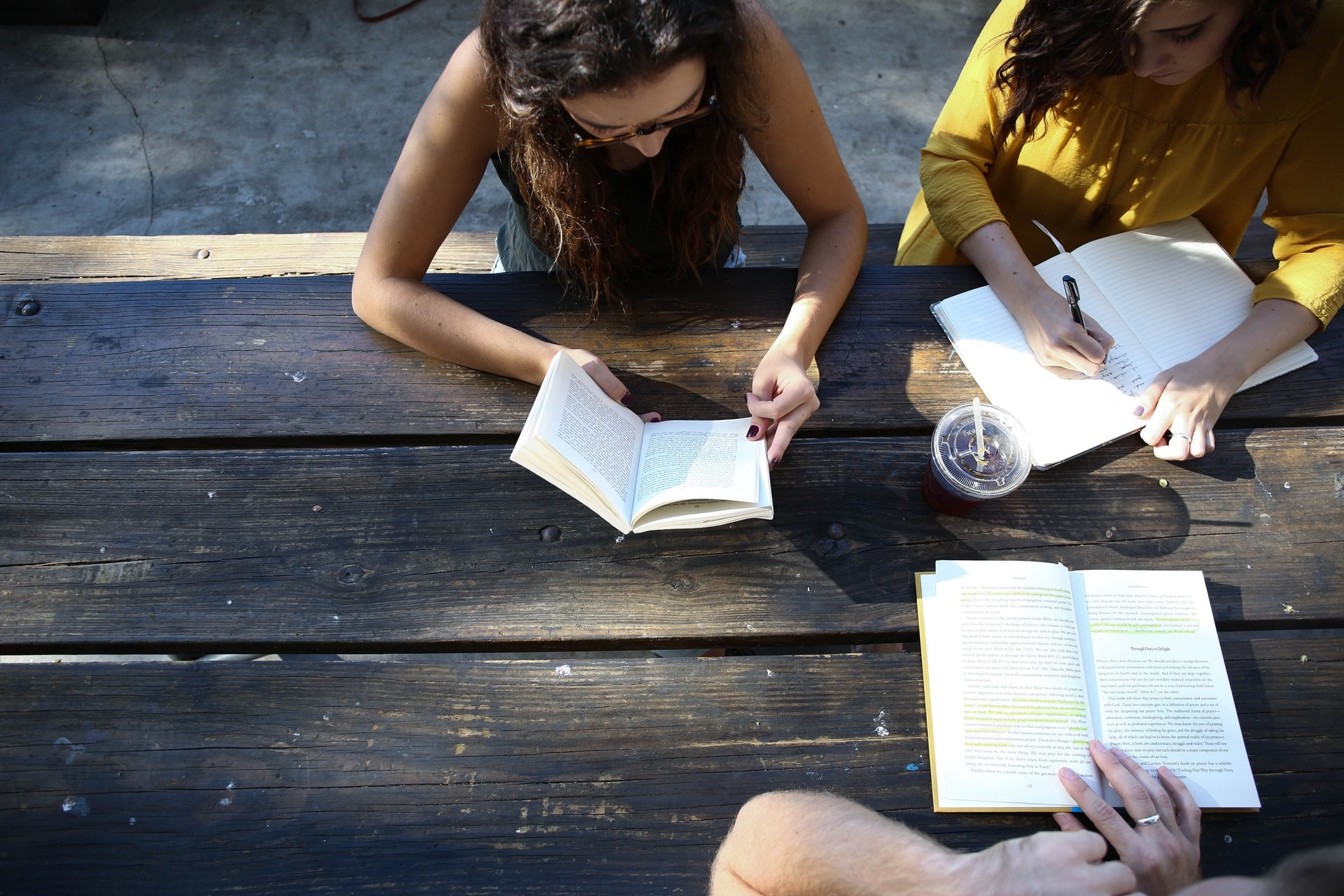 A group of college students uses social study strategies to prepare for a test.